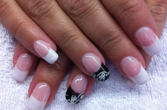 French Manicure with little detail
